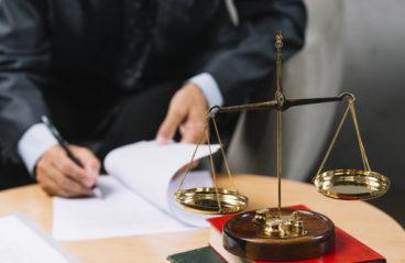 Мировой суд вернул прокурору материалы в отношении должностного лица администрации г. Дербента по делу об административном правонарушении, связанном с неправомерным отказом в предоставлении информации на адвокатский запрос